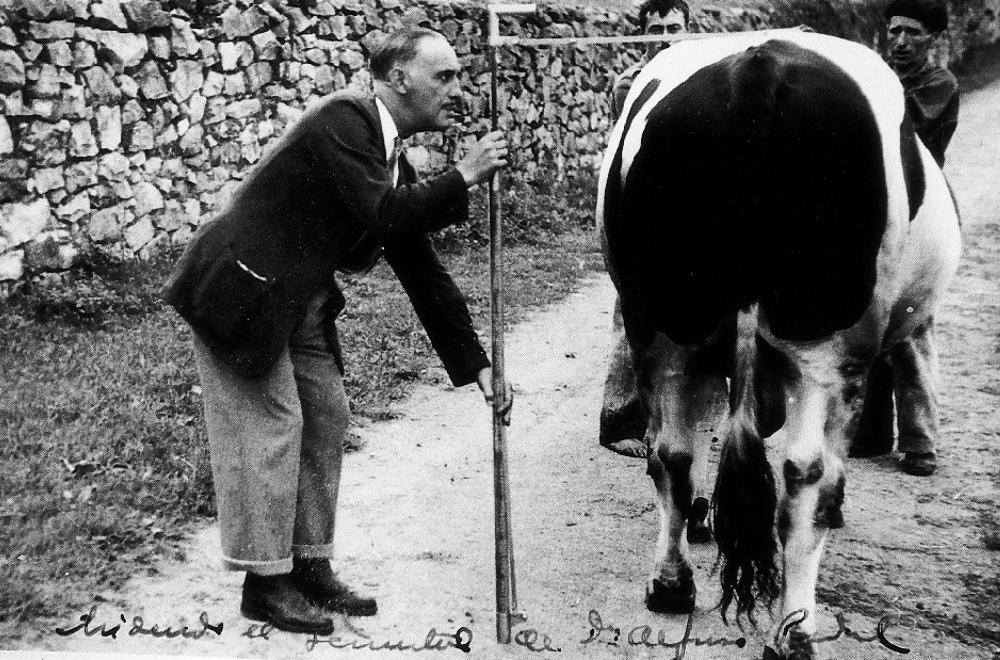 El veterinario Gutiérrez Aragón, padre del cineasta cántabro.